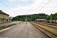https://pix.njk.no/115//s115062-f3330-1841-Dombaas-stasjon-juli2003-F1020024.jpg