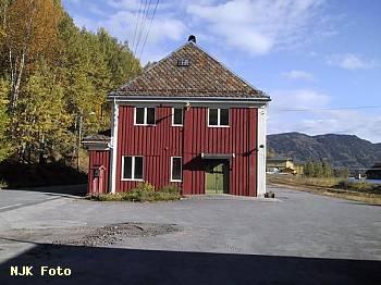 http://pix.njk.no/115/t115239-f2918-2072-Stasjonsbygning.jpg