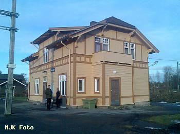 http://pix.njk.no/116/t116286-f1622-3465-StasjonsbygningenpaaReinsvoll.jpg