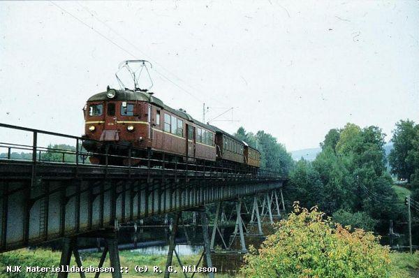 https://pix.njk.no/17/17770-Ask-1980-Randsfjordbanen.jpg
