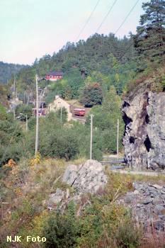 https://pix.njk.no/182/t182172-Krageroebanen-Sannidalfrasoer-1988-09-25_h1680.jpg