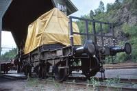 https://pix.njk.no/183//s183775-Bratsbergbanen-Eikonroed-belastningsvogn-1974_1000.jpg