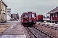 https://pix.njk.no/190//s190450-Roerosbanen-Hjellum-86-57-1986-04-19_1280.jpg