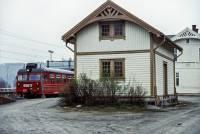 http://pix.njk.no/195/s195180-Gjoevikbanen-Hvalgodshus-1989-05-01_2560.jpg
