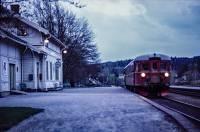 https://pix.njk.no/200/s200386-Arendalsbanen-Rise-kveld-1974_1280.jpg