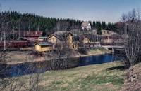 https://pix.njk.no/203//s203970-Hovedbanen-Boen-fraoest-1994-05-01_2560.jpg
