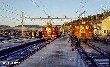 https://pix.njk.no/206/t206345-Soerlandsbanen-Nelaug-1972-11-15_1280-fotoEWJ.jpg