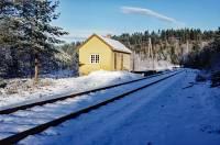 https://pix.njk.no/208//s208367-Numedalsbanen-Fossan-1988-10-30_3000-fotoEWJohansson.jpg
