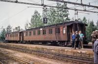 https://pix.njk.no/210/s210508-Hjukseboe-Notodden-toget-1971-06-26_2560-fotoEWJohansson.jpg