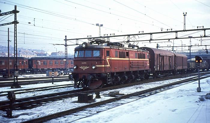 https://pix.njk.no/33/33358-Drammen_El_8_2059_desember_1970_700.jpg