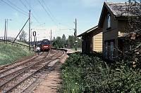 https://pix.njk.no/90//s90458-OEstfoldbanen-Holstad-05-1989-05_900.jpg