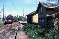 https://pix.njk.no/90//s90460-OEstfoldbanen-Holstad-07-1989-05_900.jpg